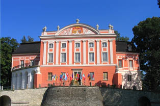 Pałac w Kurozwękach